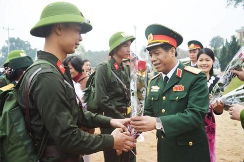 Bàn giao nhiệm vụ công tác của Tham mưu trưởng Quân khu 2 - Ảnh 2.
