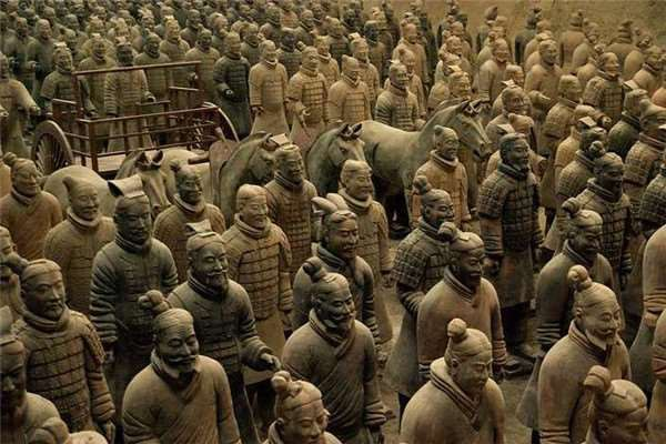 Binh mã biết đi trong lăng Tần Thủy Hoàng và nghi án về tượng người sống gây tranh cãi - Ảnh 5.