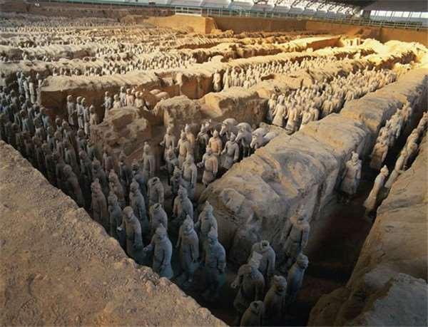 Binh mã biết đi trong lăng Tần Thủy Hoàng và nghi án về tượng người sống gây tranh cãi - Ảnh 1.