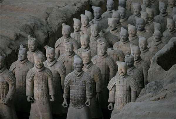Binh mã biết đi trong lăng Tần Thủy Hoàng và nghi án về tượng người sống gây tranh cãi - Ảnh 4.