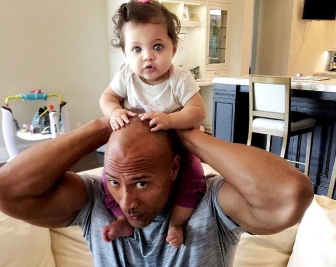 Dwayne Johnson bón cơm cho vợ và sự thật về cuộc sống Ngôi sao cơ bắp nhất Hoollywood - ảnh 6
