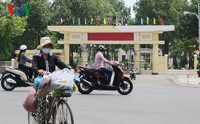 Nhiều người quá khích ném đá và gây rối ở Bình Thuận khai được cho tiền - Ảnh 2.