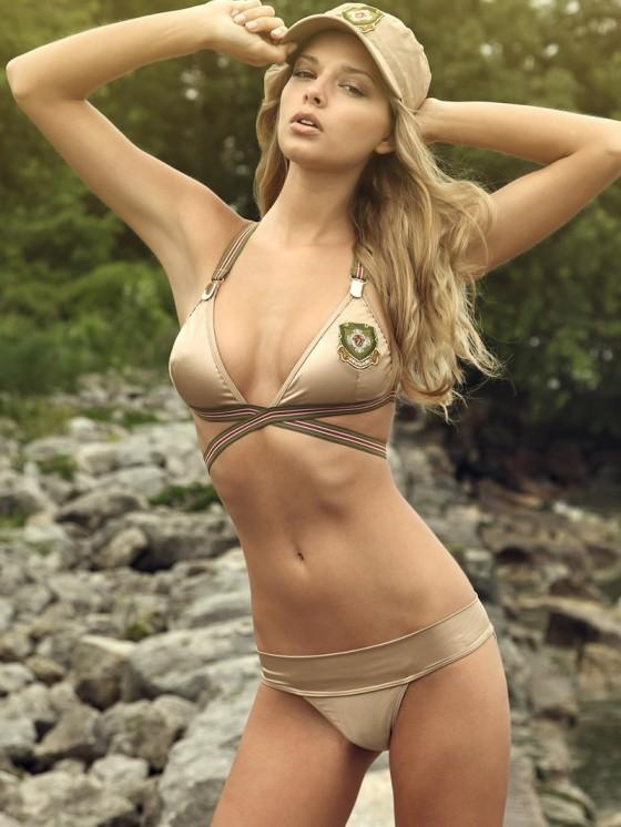 Nằm cạnh bạn gái siêu mẫu, ngôi sao hết thời người Brazil lại mải mê... nghịch điện thoại - Ảnh 12.
