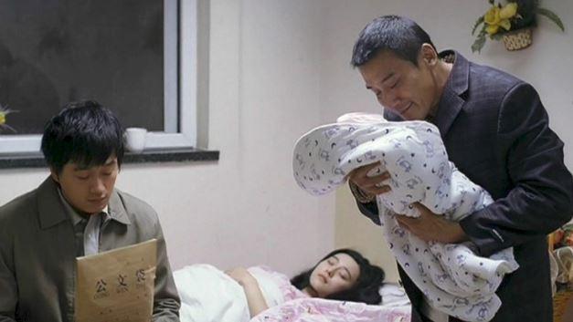 Vụ Phạm Băng Băng khởi kiện, đòi bồi thường 1,8 tỷ: Sự thật về bức ảnh cho con bú  - Ảnh 4.
