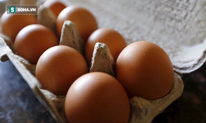 Để tránh mua nhầm trứng cũ hay bị ung thối, bà nội trợ nào cũng nên biết những điều này! - Ảnh 1.