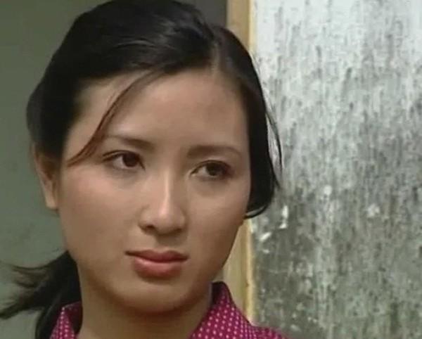 Diễn viên xinh đẹp Khánh Huyền - vợ anh trưởng thôn vác tù và hàng tổng giờ ra sao? - Ảnh 3.