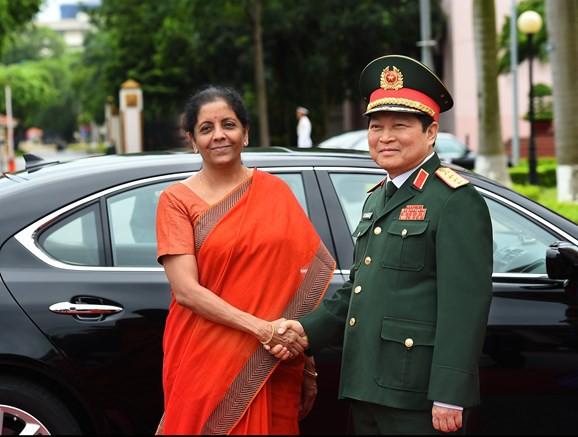 Bộ trưởng Bộ Quốc phòng Ấn Độ thăm chính thức Việt Nam - Ảnh 1.