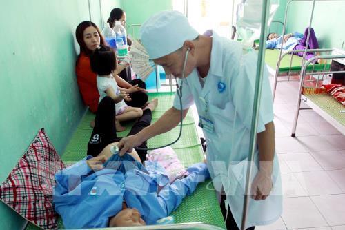 Cấp cứu kịp thời 32 bệnh nhân nghi bị ngộ độc thực phẩm - Ảnh 1.