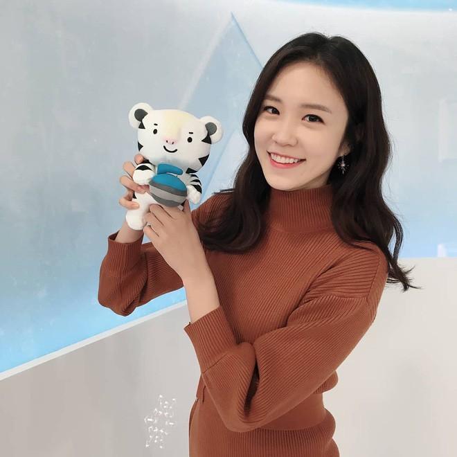 Nữ MC Hàn Quốc có nụ cười đổi đời tại World Cup 2014 giờ ra sao? - Ảnh 4.