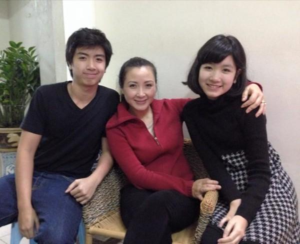 Diễn viên xinh đẹp Khánh Huyền - vợ anh trưởng thôn vác tù và hàng tổng giờ ra sao? - Ảnh 4.