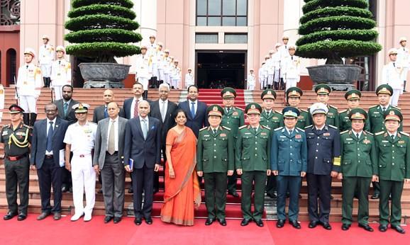 Bộ trưởng Bộ Quốc phòng Ấn Độ thăm chính thức Việt Nam - Ảnh 3.