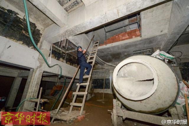 Trung Quốc: Xây hồ bơi trái phép trên nóc chung cư để tập luyện giữ dáng - Ảnh 4.