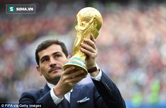 Khai mạc World Cup 2018: Iker Casillas khoe cúp vàng với toàn thế giới - Ảnh 6.
