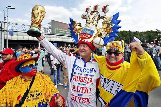 Khai mạc World Cup 2018: Iker Casillas khoe cúp vàng với toàn thế giới - Ảnh 10.