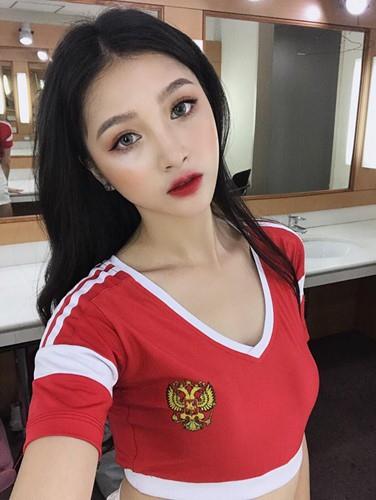 Dàn hot girl cổ vũ World Cup tưng bừng trước giờ G - Ảnh 4.