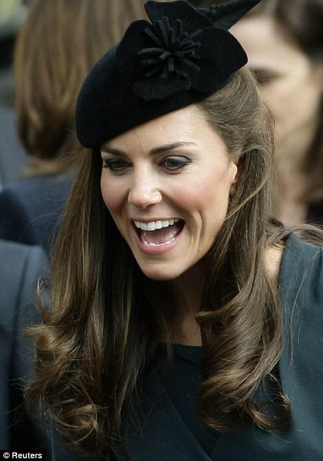 Thần thái xuất chúng của Công nương Kate trong chuyến đi đầu tiên với Nữ hoàng Anh gây sốt trở lại - Ảnh 6.