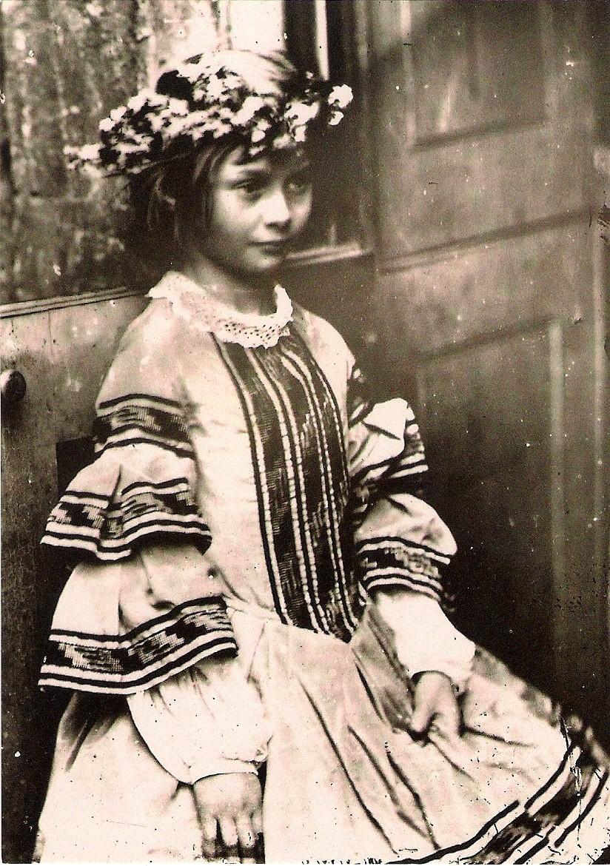 Alice ở xứ sở thần tiên: Câu chuyện trẻ em nhuốm màu đen tối và
