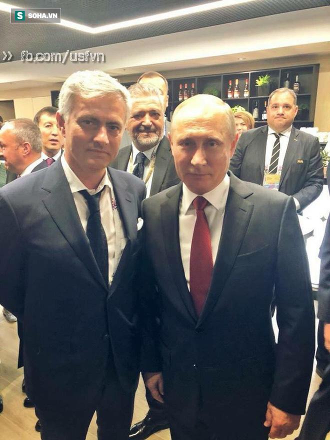 Quá vui sướng vì chiến thắng, Tổng thống Nga cắt ngang buổi họp báo sau trận khai màn 1