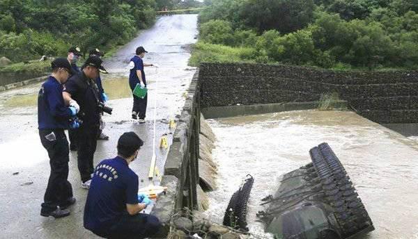 Huấn luyện yếu kém, xe tăng - thiết giáp Đài Loan liên tiếp gặp nạn 3