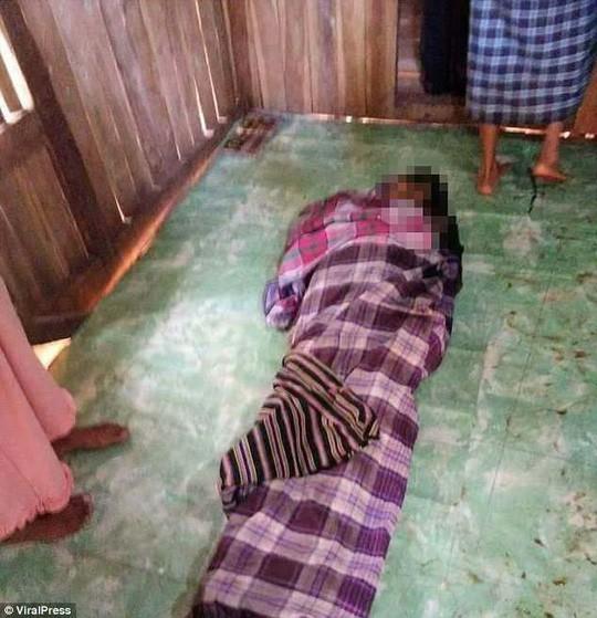 Mổ bụng trăn 8m, kinh hãi phát hiện thi thể phụ nữ - Ảnh 3.
