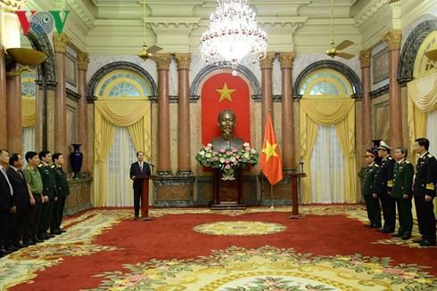 Chủ tịch nước trao Quyết định thăng quân hàm Thượng tướng, Phó Đô đốc Hải quân - Ảnh 1.