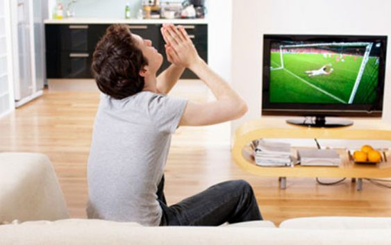 Tâm sự buồn của người vợ có chồng mê cá độ bóng đá - Ảnh 1.
