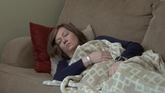 10 năm mắc bệnh lạ không chữa nổi, người phụ nữ bất ngờ hồi phục sức khỏe nhờ vào khám phá của… 3 công nhân sửa nhà - Ảnh 1.