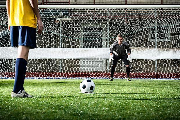 Khoa học lý giải bất ngờ về hiện tượng có thể Messi càng cố tránh càng mắc phải - Ảnh 5.