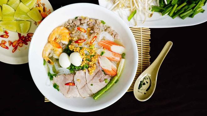 Hủ tiếu Việt Nam lên cả sóng truyền hình Mỹ và được đầu bếp lừng danh Gordon Ramsay khen ngon hết lời - Ảnh 12.