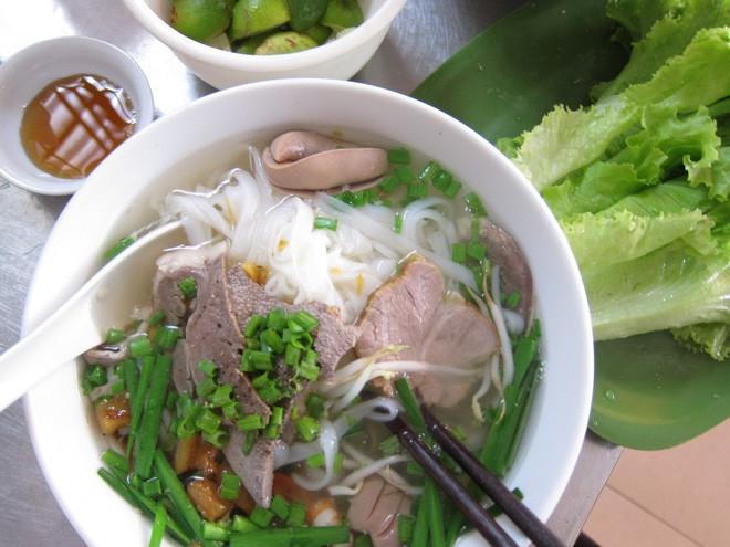 Hủ tiếu Việt Nam lên cả sóng truyền hình Mỹ và được đầu bếp lừng danh Gordon Ramsay khen ngon hết lời - Ảnh 14.