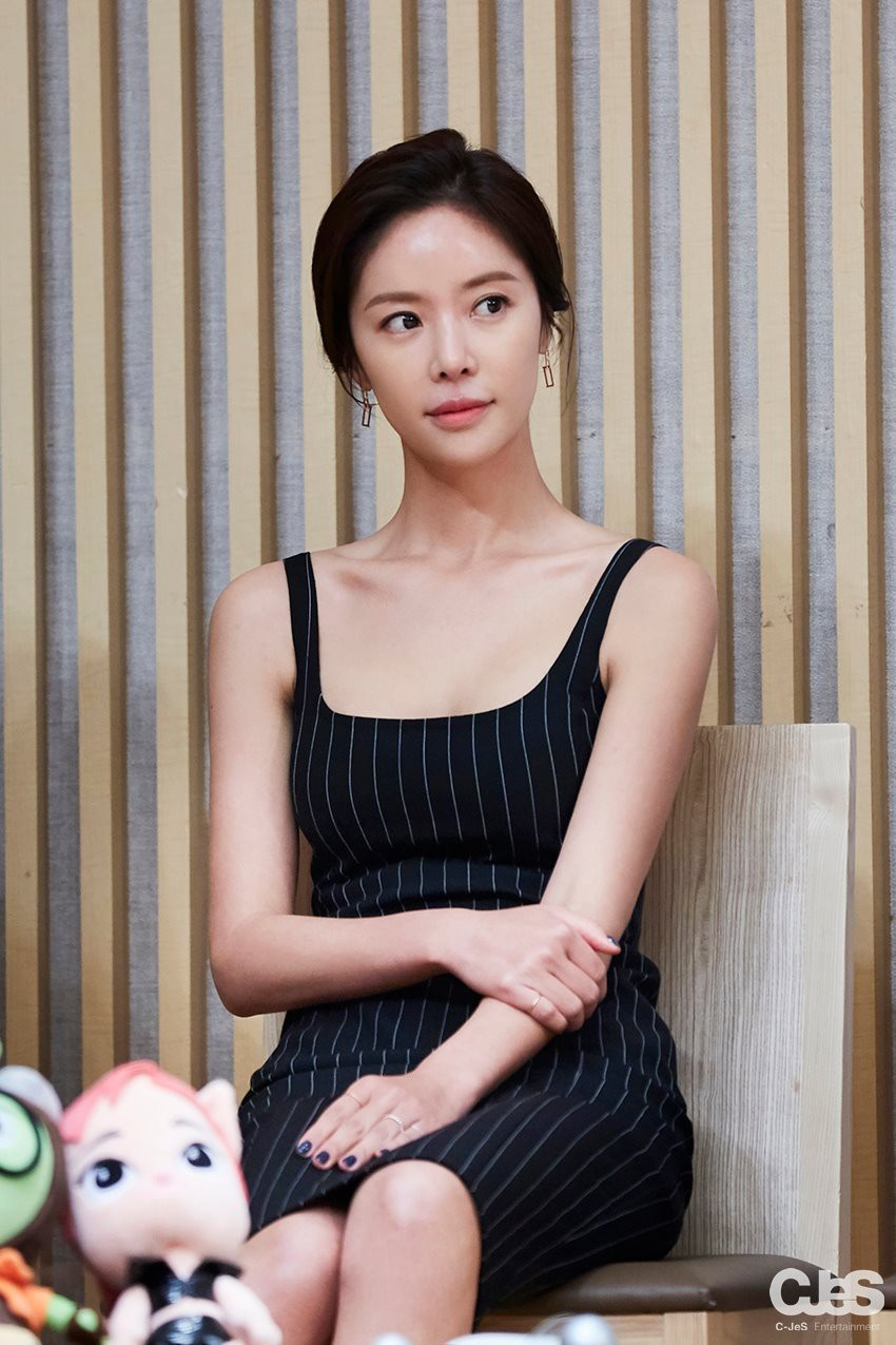 Hwang Jung Eum khiến fan quá bất ngờ với thân hình siêu nuột nà sau 10 tháng sinh con