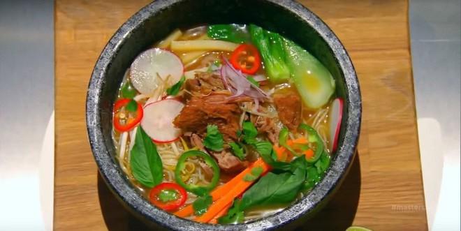 Hủ tiếu Việt Nam lên cả sóng truyền hình Mỹ và được đầu bếp lừng danh Gordon Ramsay khen ngon hết lời - Ảnh 10.