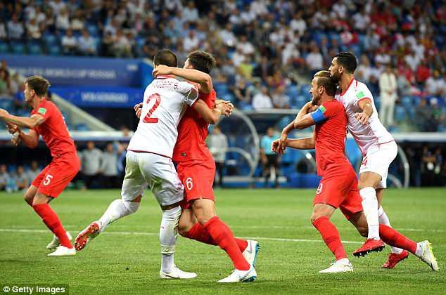 """Đội tuyển Anh mất oan 2 quả phạt đền khi công nghệ VAR cũng """"bó tay""""? 1"""
