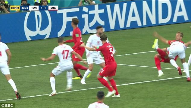 """Đội tuyển Anh mất oan 2 quả phạt đền khi công nghệ VAR cũng """"bó tay""""? 4"""