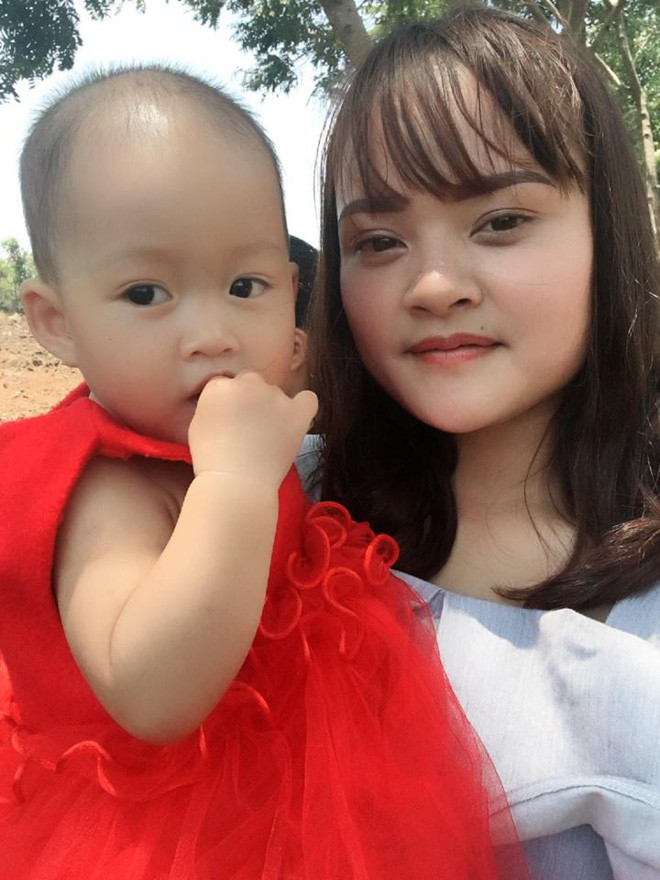 Bức ảnh con gái mè nheo đòi chui vào nhà vệ sinh cùng mẹ tưởng hài hước, nhưng câu chuyện phía sau khiến nhiều người rơi lệ - Ảnh 3.