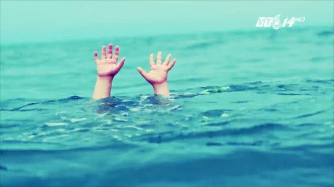 Phòng chống đuối nước: Những điều mà ngay cả người biết bơi cũng cần nắm chắc để sống sót khi đi bơi - Ảnh 1.