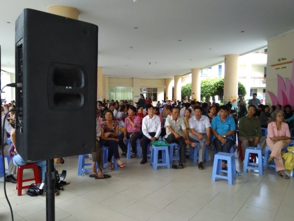 Hàng trăm người đối thoại với Bí thư Nguyễn Thiện Nhân qua hệ thống... loa  - Ảnh 1.