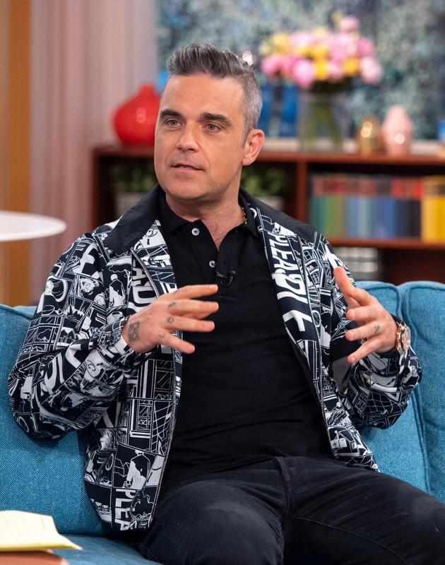 Robbie Williams chính thức lên tiếng về hành động phản cảm, gây sốc tại World Cup 2018 1