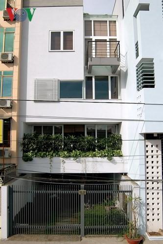 Ngôi nhà phố có không gian thoáng đãng - Ảnh 1.
