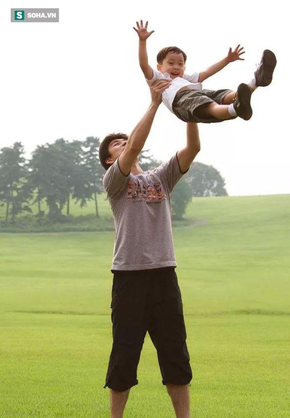 Không phải con trẻ, đối tượng cần giáo dục nhất hiện nay là người lớn, đặc biệt là bố! - Ảnh 1.