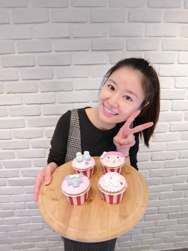 4 bà mẹ nổi tiếng của làng giải trí Hoa Ngữ: Xinh đẹp là thế nhưng cũng nhiều lần nhan sắc khác lạ đến không nhận ra - ảnh 2