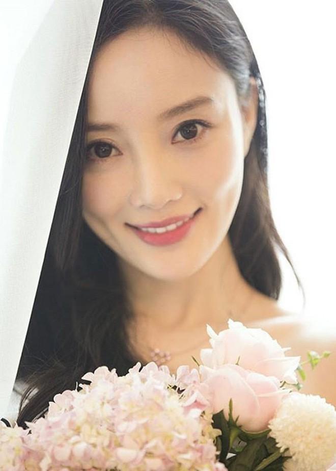 4 bà mẹ nổi tiếng của làng giải trí Hoa Ngữ: Xinh đẹp là thế nhưng cũng nhiều lần nhan sắc khác lạ đến không nhận ra - ảnh 32