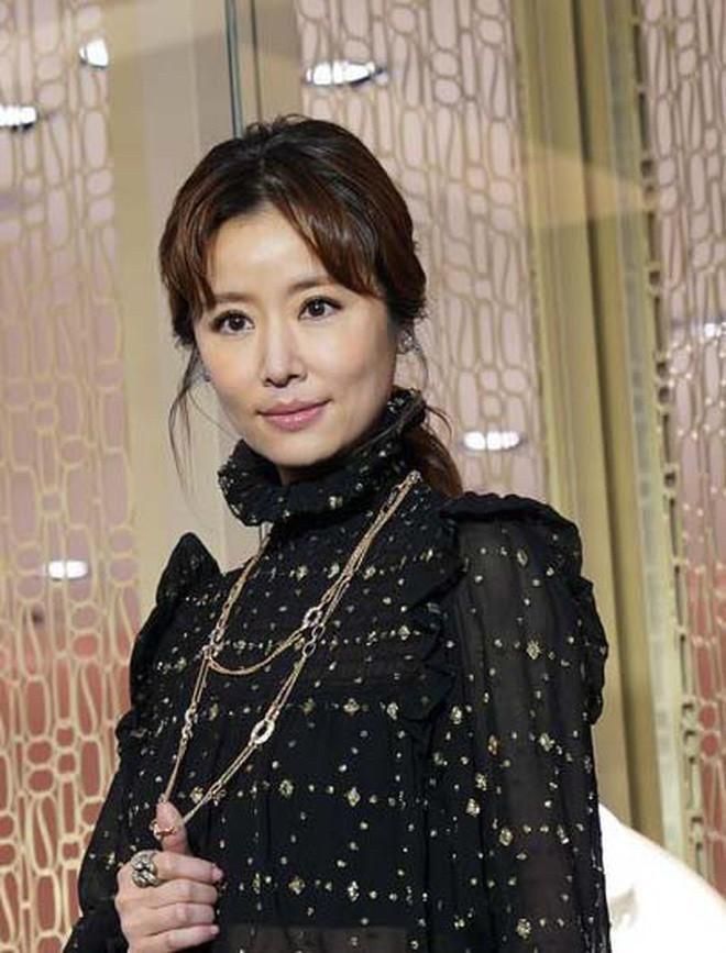 4 bà mẹ nổi tiếng của làng giải trí Hoa Ngữ: Xinh đẹp là thế nhưng cũng nhiều lần nhan sắc khác lạ đến không nhận ra - ảnh 8