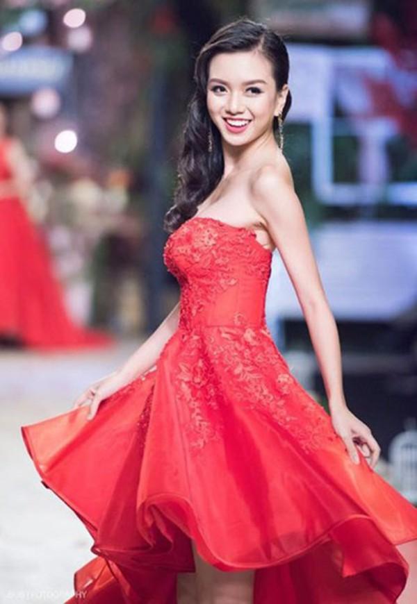 """Cô em gái gợi cảm, là ứng viên Hoa hậu Việt Nam của """"Nữ hoàng sắc đẹp"""" Vũ Hoàng Điệp - Ảnh 2."""