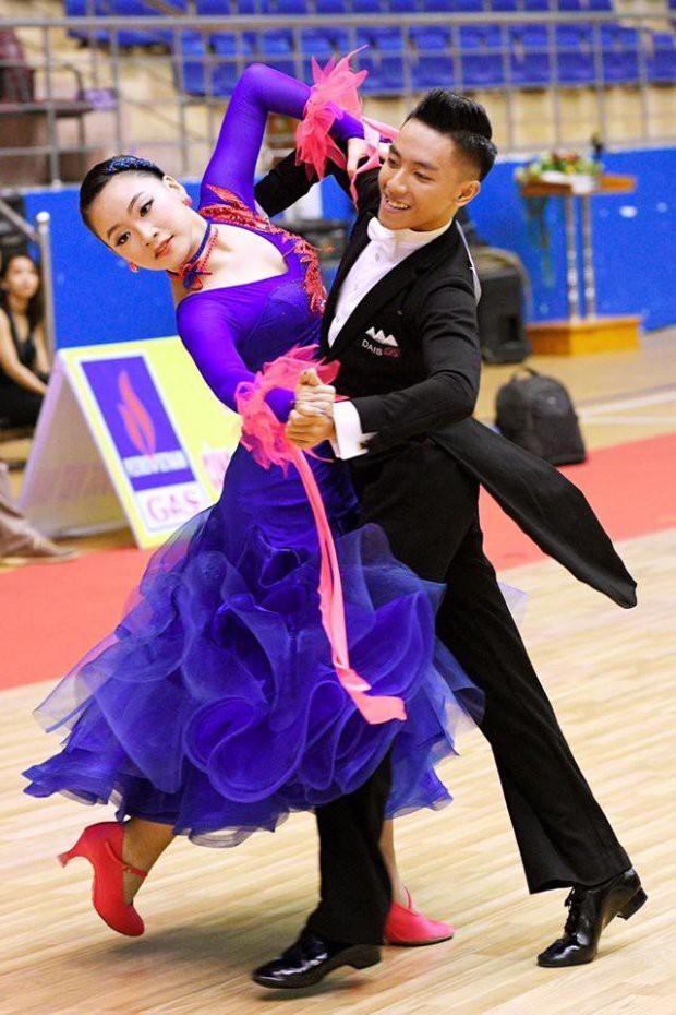 Gặp nữ MC Đồng hành cùng World Cup đang khiến dân mạng nể phục vì vừa nhảy đẹp lại quá am hiểu kiến thức bóng đá - Ảnh 2.