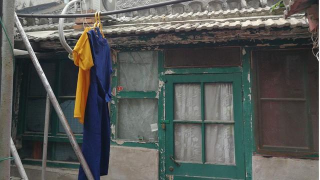 Choáng với nhà 6,7m2 nhỏ như tủ quần áo, không có toilet giá 9 tỷ đồng - Ảnh 1.