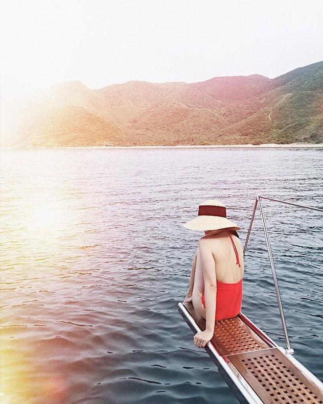 Diện đồ bơi liền mảnh, Hà Tăng lại khiến fan nức nở với tấm lưng trần gợi cảm - Ảnh 5.