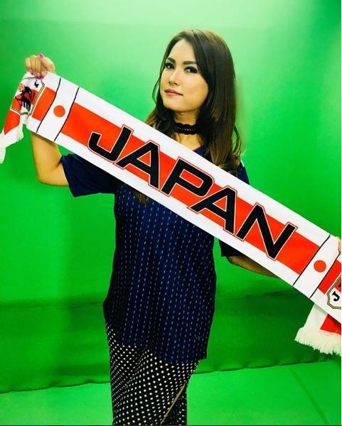 Đội tuyển Nhật gây bão ở World Cup 2018, Maria Ozawa và dàn mỹ nhân phấn khích cổ vũ - Ảnh 2.
