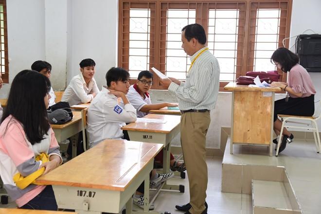 Thí sinh của gần 40.000 phòng thi bước vào làm bài môn Ngữ văn THPT Quốc gia 2018 - Ảnh 3.