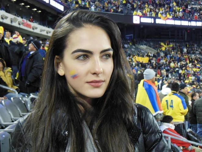 Cổ động viên đẹp nhất World Cup 2018 khiến dân mạng 'điên đảo': Ngoài đời vô cùng bốc lửa! 1